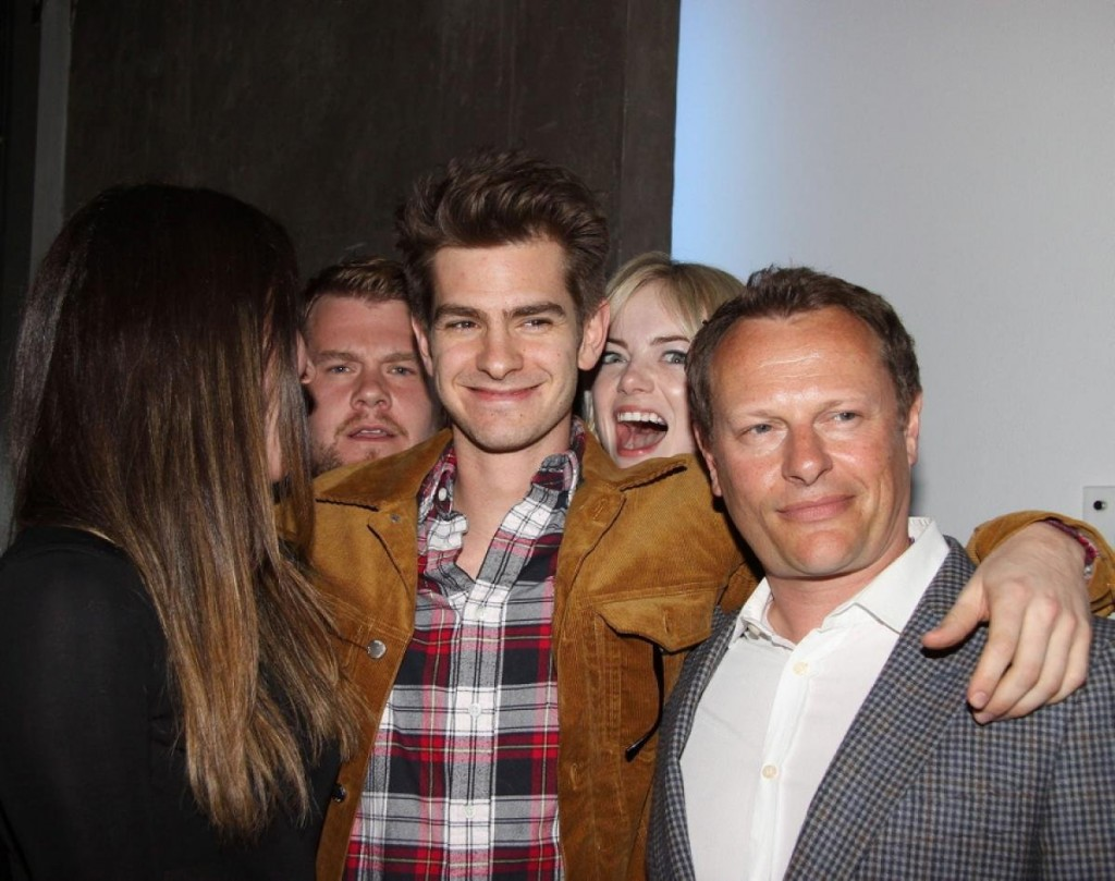 20 Celebrity Photobombs That Will Make You Laugh