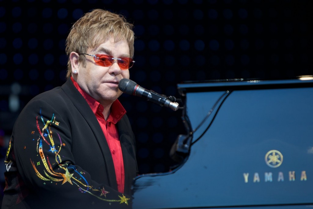 Elton John Wants To Discuss Gay Rights With Putin