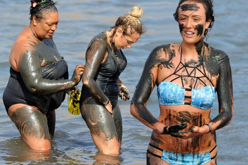 Geordie Shore Girls Getting Dirty At The Beach