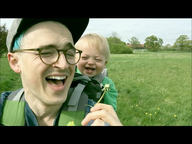 Little Boy Sees A Dandelion For The First Time, His Reaction Is Adorable