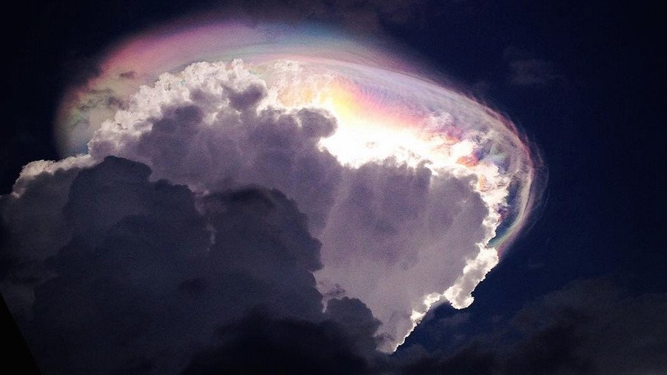 Spectacular Rainbow Cloud Appears Above Costa Rica