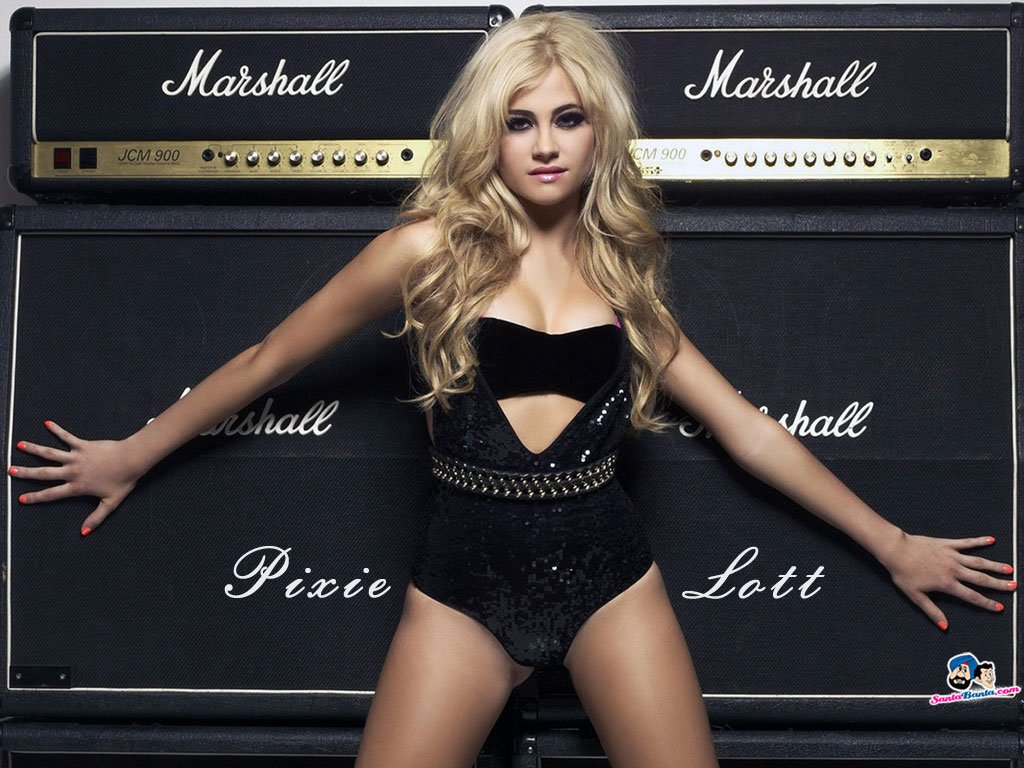 10 Of The Sexiest Female Musicians In The World