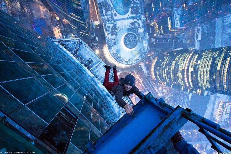 15 Breathtaking Pictures Taken From Dizzying Heights