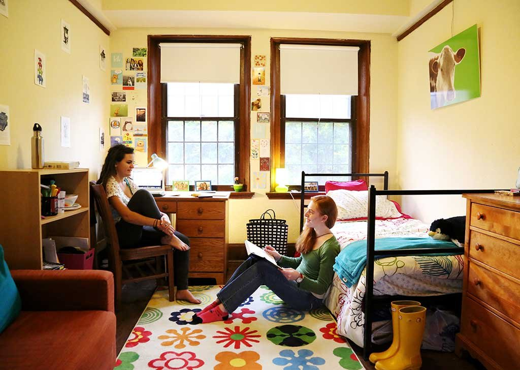 20 Life-Changing Dorm Hacks For Back To School