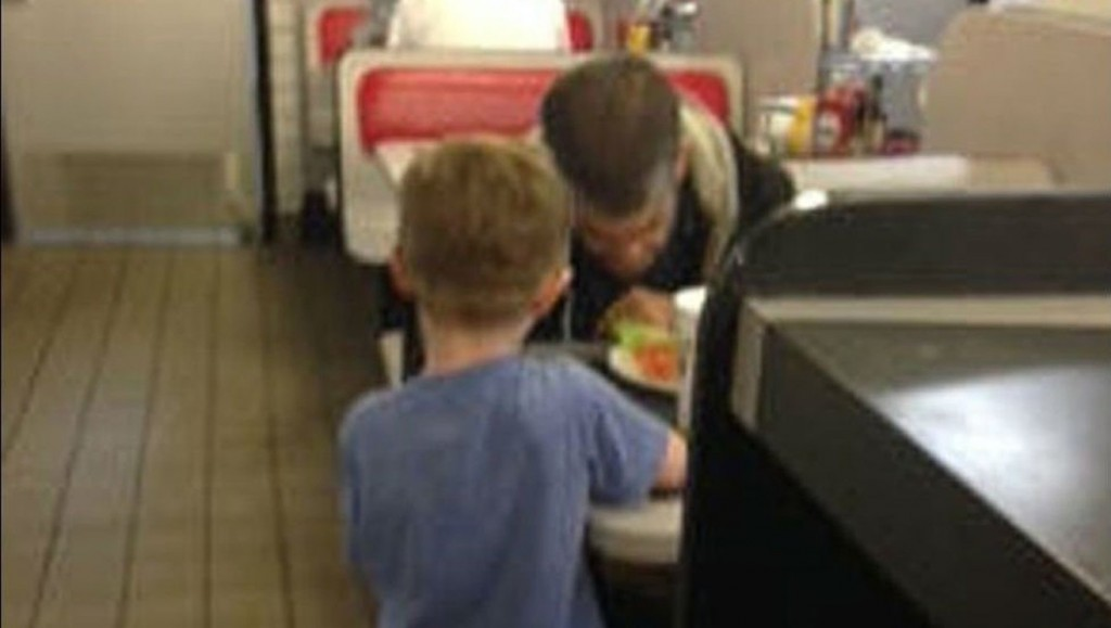 Child Brings Restaurant To Tears While Trying Feed Homeless Man