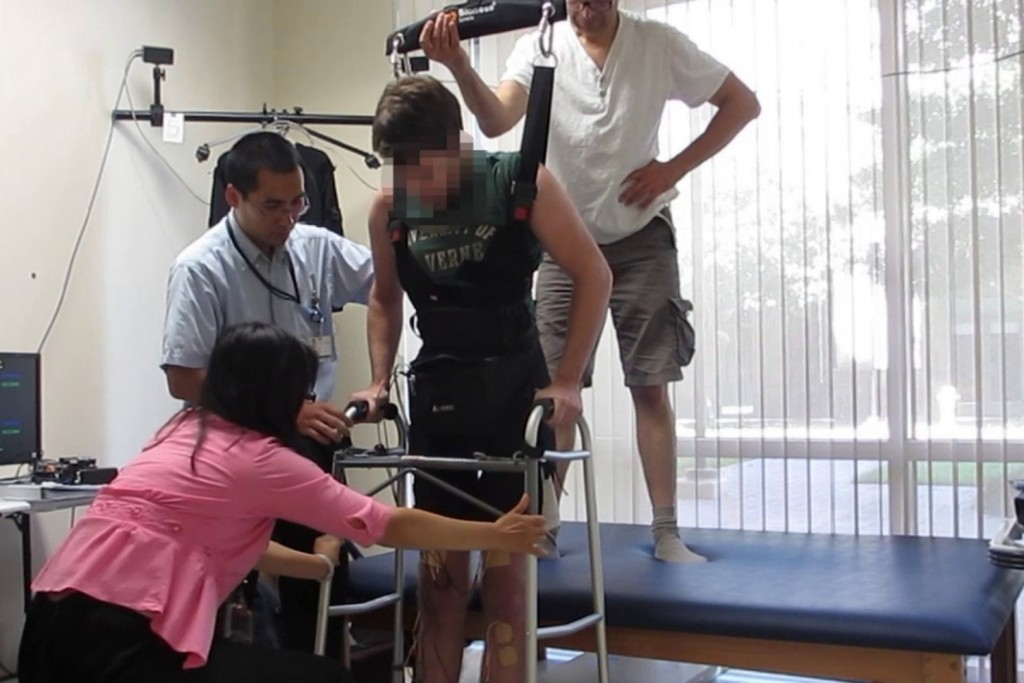 Paralyzed Man Able To Walk Using Brain Power And Electrodes On His Knees