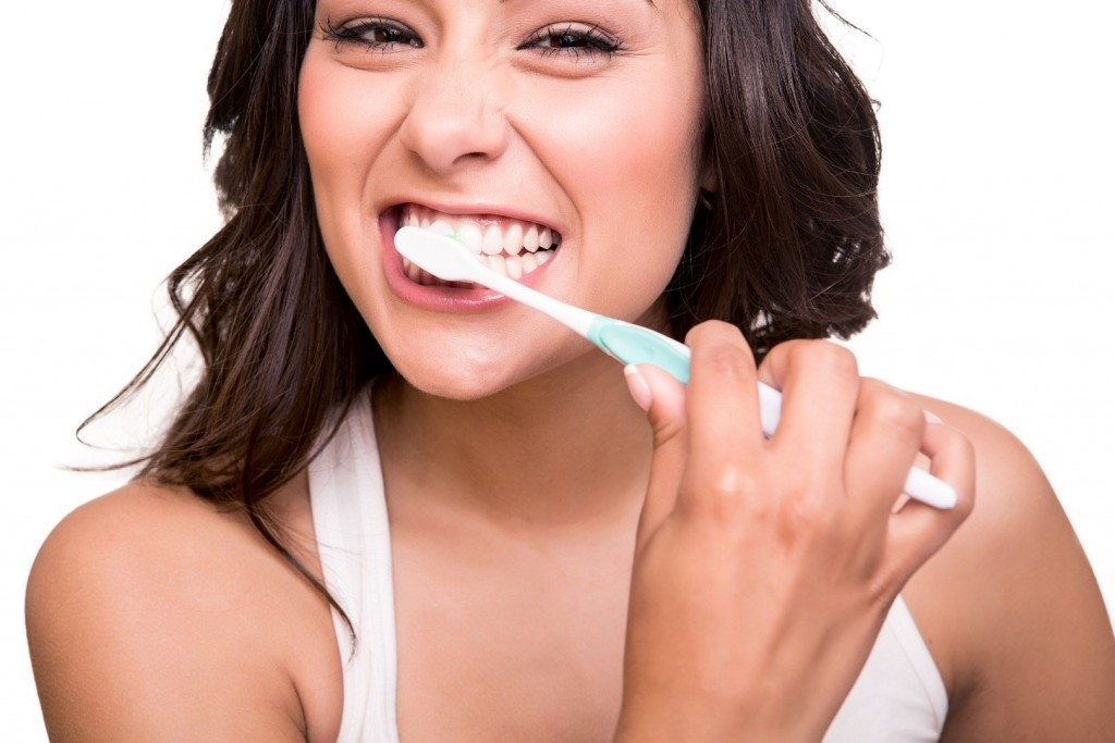 10 Interesting and Resourceful Ways To Use Toothpaste