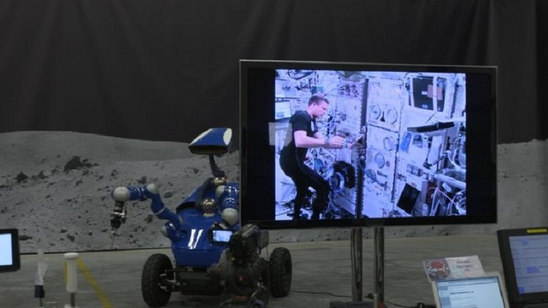 Astronaut Pilots Earth-Based Robot From Space