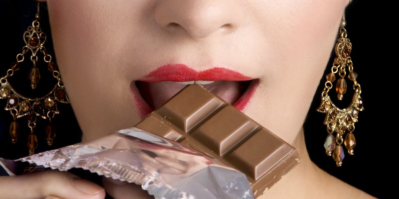Researchers Discover That Chocolate Keeps Your Brain Healthy And May Prevent Alzheimer's