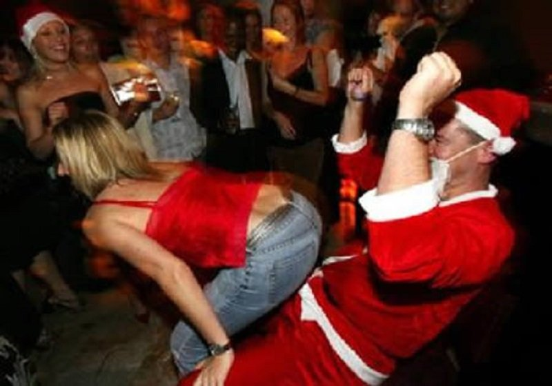 10 Of The Funniest Santa Fails